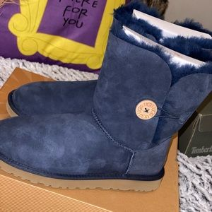 Woman Ugg W/ Bailey Button [Navy]